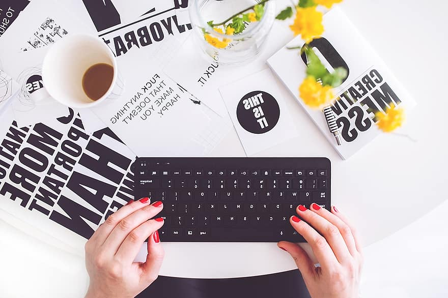 girl-woman-typing-writing-blogger-blogging-keyboard-black-hands